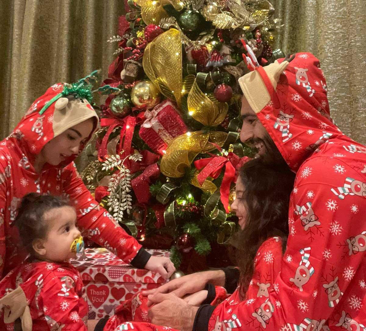 صلاح يحتفل بـ الكريسماس مع زوجته