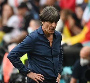 إنتهاء عهد مدرب المانيا كمدرب بعد الهزيمة أمام إنجلترا