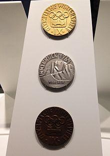 الميداليات الذهبية والفضية والبرونزية لدورة الألعاب الأولمبية الشتوية لعام 1964 (المتحف الأولمبي)